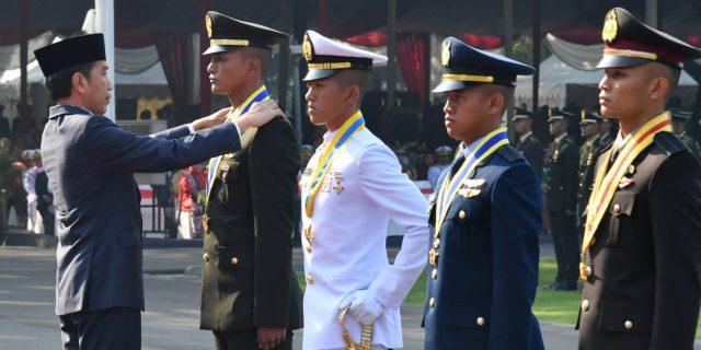 Presiden Jokowi Lantik 781 Perwira TNI-POLRI