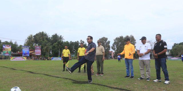 Sambut HUT RI Ke-74,Sekda Meranti,H.Yulian Norwis Buka Open Tournament Sepak Bola 2019