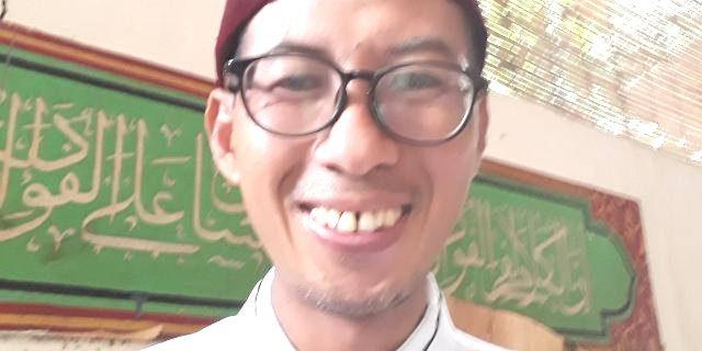 Membaca Puisi Mba Neno Yang Lebay : Oleh Tubagus Soleh,Ketum Babad Banten Nasional