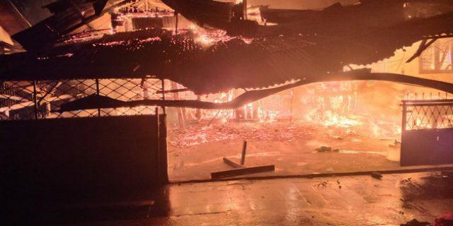 Jelang Pergantian Tahun, 3 Rumah di Kampung Dalam Dilalap Api
