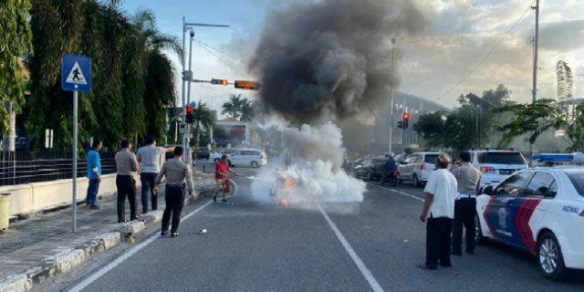 Motor Honda Terbakar di Depan Mapolda