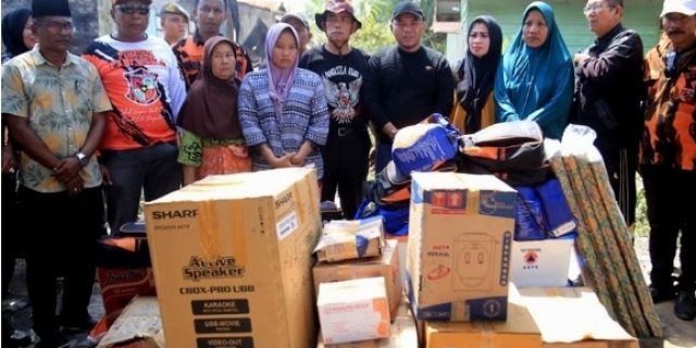Bupati Labuhanbatu,H.Andi Suhaimi Dalimunthe Berikan Bantuan Korban Kebakaran di Kecamatan Bilah Hilir